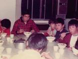 昭和期 食事をする子ども達の様子