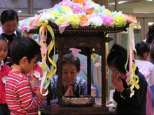 世代間交流「花祭り」での様子